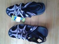 BRAND NEW TECH ICAL PERFORMANCE AHNU SPORT SHOES SANDALS SIZE 8