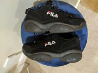 FILA DISRUPTOR FEMALE TRAINERS SIZE 6. ONLY WORN 4 TIMES