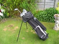 DUNLOP GOLF CLUBS IN BAG WITH STAND