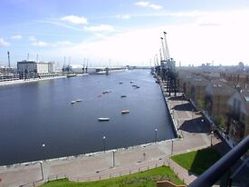 @ STUNNING TWO BEDROOM APARTMENT - DIRECT VIEWS OVER ROYAL DOCKS - SECONDS FROM DLR - MUST SEE!!