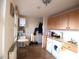 Large studio in Camden minutes to Mornington Crescent Station and Camden High Street.