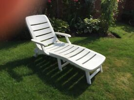 Garden chairs. One recliner plus 4 uprights.
