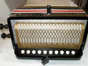Hohner HA112 - C melodion, button accordion.