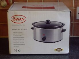BRAND NEW SWAN SLOW COOKER 3.5 LITRE CAPACITY AND 3 HEAT SETTINGS .