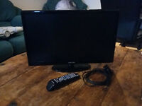 Samsung 22-inch Full HD (1080p) LCD TV with built-in Freeview. Model: UE22D5003BW. Great condition!
