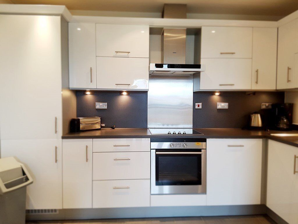 Modern Spacious 1 Double Bedroom With Concierge Located Close To Wapping and Shadwell Stations.