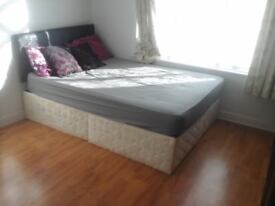 A king size double room to rent near newburypark tube station centralline