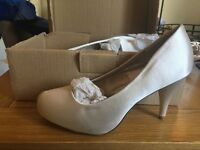Size 4 cream wedding shoes for sale, brand new