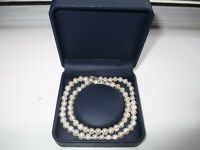 BEAUTIFUL GENUINE PEARL NECKLACE 46CM LONG. UNWANTED PRESENT, NEVER BEEN WORN.