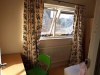 SUNNY SINGLE ROOM IN BIG HOUSE WITH GARDEN