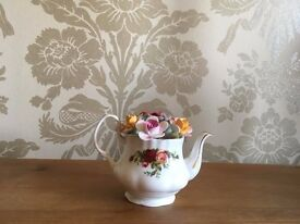 Royal Albert, Old Country Roses Teapot Ornament Collectible, circa 1984 - BEAUTIFUL CONDITION