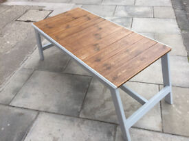 Wooden Coffee table , great looking size L 45 in D 24 in H 19 in free local delivery