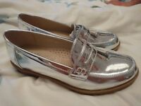 Silver shoes size 5.5