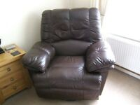 RECLINING LEATHER 3 SEATER SETTEE AND 2 LEATHER SWIVEL RECLINING CHAIRS £200 OR REASONABLE OFFERS