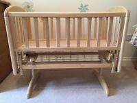 Swinging crib - excellent condition
