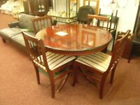 Round, Extendable table with 4 chairs