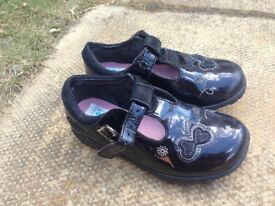 Clarks childrens shoes size 6