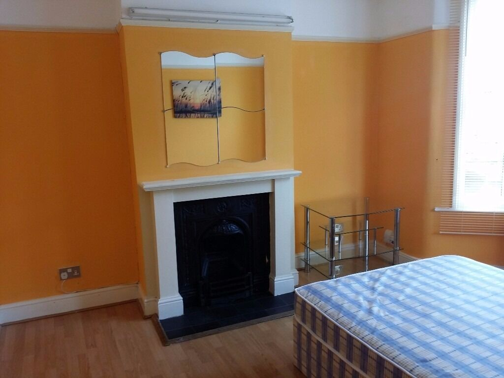 Nice and neat Double room available near Leyton East London Central line