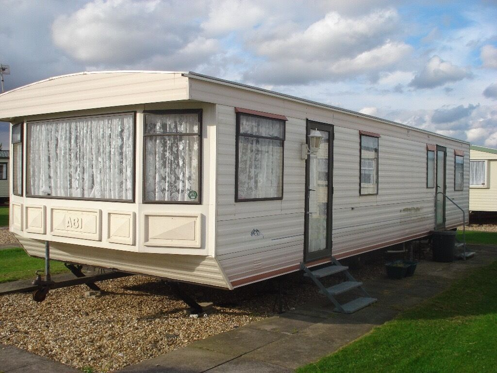 Simple Bedroom Pet Friendly Deluxe Caravan For Hire In Great Yarmouth
