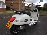 PIAGGIO VESPA GTS 300 cc WHITE 11 plate stunning hpi clear!!