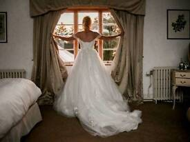Maggie Sottero Cosette Wedding Dress In Ivory Size 8-10 including Lucy Veil in Ivory. RRP £1837