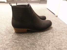 Size 4 Ladies ankle boots