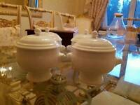 Set of four Maxwell and Williams designer soup bowls with lids