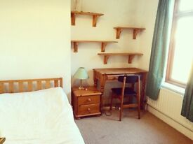 Room to let in central Headington shops/ Brookes.all bills inc£135 pw