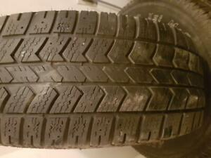 4 PNEUS HIVER - BRIDGESTONE / ARCTIC CLAW 245 65 17 - 4 WINTER TIRES
