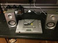 Matsui CD player with 2 speakers
