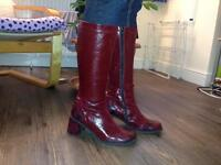 Patent leather Size 6 calf boots