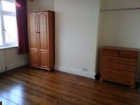 LARGE DOUBLE ROOM - BILLS INCLUDED, NO CONTRACT. ** SHORT/ LONG TERM AVAILABLE ** .