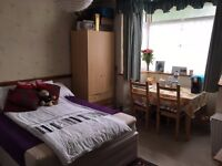 LARGE ROOM TO LET