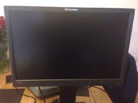 "Lenovo ThinkVision LT1952p Widescreen 19"" LED Monitor - Almost NEW"