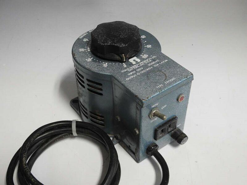 STACO 2PF1010 FUSED & SWITCHED 0-140V 1400W 50-60Hz VARIAC