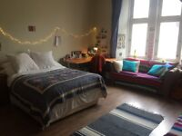 Room to Rent in 3-Bed West-End Flat - spacious, light, prime location - perfect for students