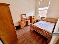 2 bedroom flat in Oldfield Grove, London, SE16 (2 bed) (#1222551)