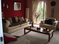 double bed room with own bathroom next door available to rent in lovely townhouse (houseshare)