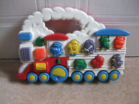 Portable MUSICAL ELECTRONIC ANIMAL TRAIN (lots of animal noises) +FREE TRACTOR +books AMAZING VALUE!