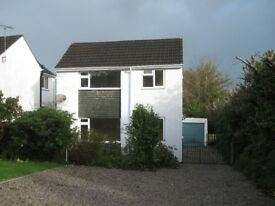 HOUSE TO RENT IN LAUNCESTON LARGE GARDEN WALK TO SHOPS SCHOOLS OFF ROAD PARKING 3 CARS £800 MONTH