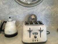 Delonghi white kettle and toaster.