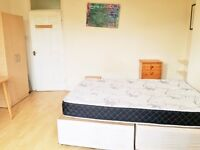 Massive double room with private balcony in Archway/Holloway