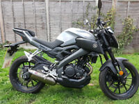 Yamaha MT125 2017 With full akrapovic exhaust