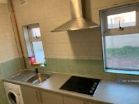 2 bedroom flat in Woodside Road, Beeston, Nottingham, NG9 (2 bed) (#1064229)