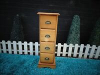 SOLID PINE DRAWERS CABINET WITH 4 DRAWERS VERY HEAVY UNIT AND IT'S IN VERY GOOD CONDITION