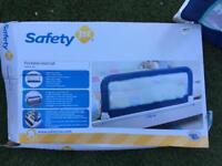 Portable bed guardrail
