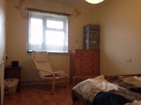 VERY SPACIOUS SINGLE ROOM IN SOUTH NORWOOD - TEN MINUTE WALK FROM NORWOOD JUNCTION TRAIN STATION