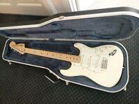 USA Fender Stratocaster 1996 Cream, Maple neck 70's headstock, Hard case.