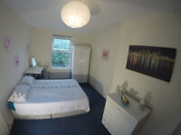 Spacious bright double en-suite room COUPLES WELCOME ! in Willesden green,3 mins from the station