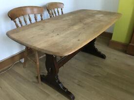 Solid oak table. Beautiful piece of furniture.